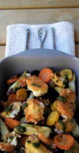 Geroosterde, aardappelen, wortels, gebakken feta